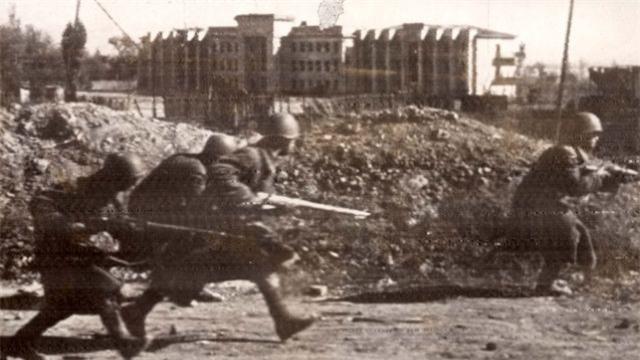 Loat anh kinh dien ve tran Stalingrad chan dong lich su-Hinh-6