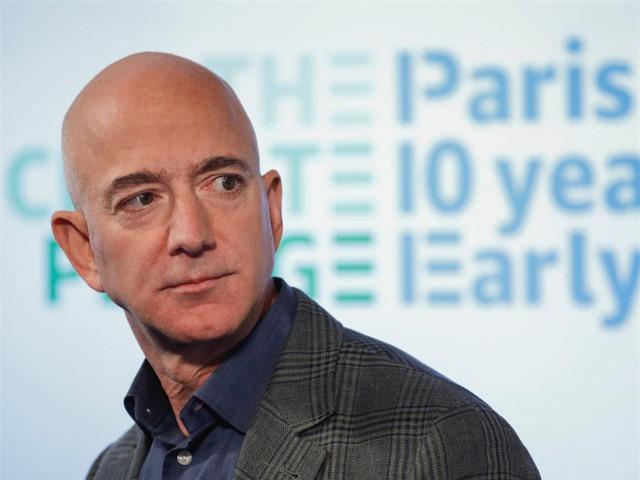 Ông chủ Amazon Jeff Bezos là người kiếm tiền nhiều nhất thập kỷ - Ảnh 1.