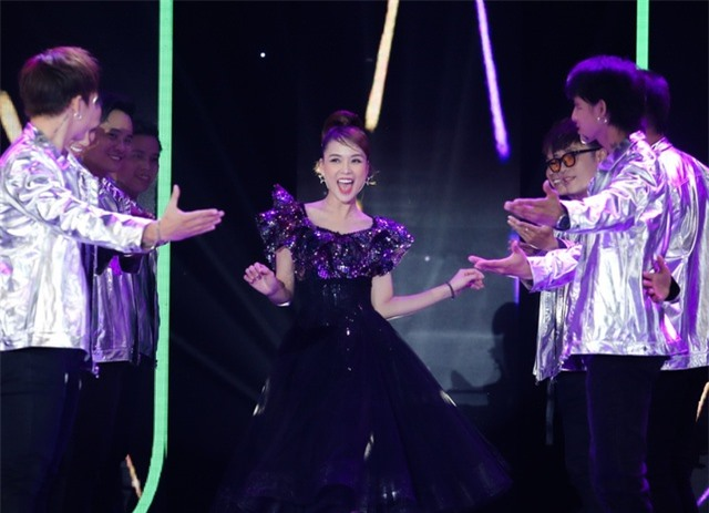 Vợ chồng Đông Nhi – Ông Cao Thắng lần đầu tiên song ca sau kết hôn - 5