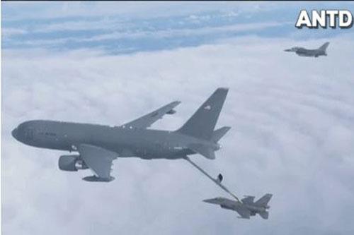 Máy bay KC-46A đang tiếp dầu