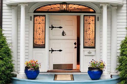 Thiết kế cửa chính hợp phong thủy sẽ mang tới vận may, sức khỏe cho các thành viên trong gia đình - Ảnh: Minh họa