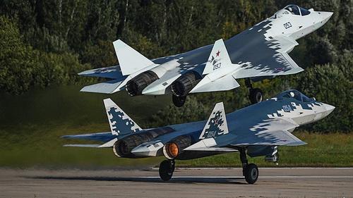 Mẫu thử T-50 của tiêm kích tàng hình Su-57. Ảnh: TASS.