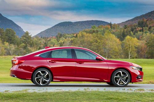 1. Honda Accord 2020 (trừ phiên bản Touring).