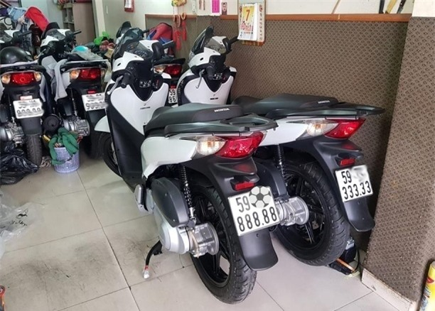 Đẳng cấp dân chơi: Honda SH biển khủng, giá ngang ô tô