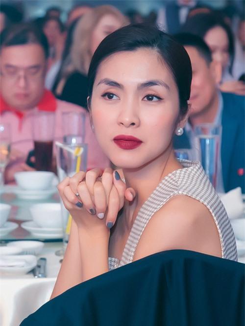 Muốn lịm đi trước loạt ảnh chị đẹp Tăng Thanh Hà tại tiệc cuối năm của gia đình chồng: Đẹp vừa thôi chị ơi! - Ảnh 1.