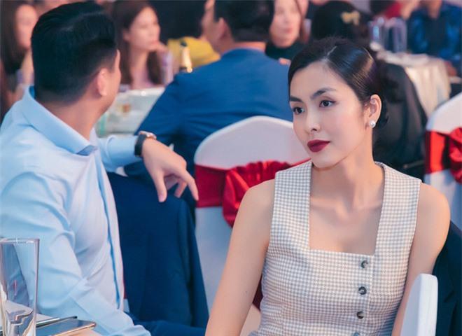 Muốn lịm đi trước loạt ảnh chị đẹp Tăng Thanh Hà tại tiệc cuối năm của gia đình chồng: Đẹp vừa thôi chị ơi! - Ảnh 2.