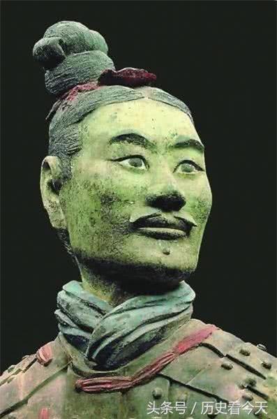 Su that qua choang tuong binh si mau xanh trong mo Tan Thuy Hoang-Hinh-3