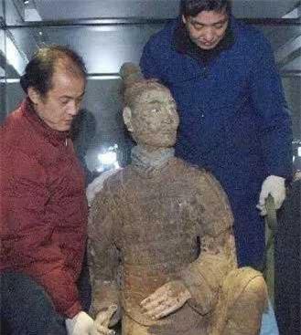 Su that qua choang tuong binh si mau xanh trong mo Tan Thuy Hoang-Hinh-5