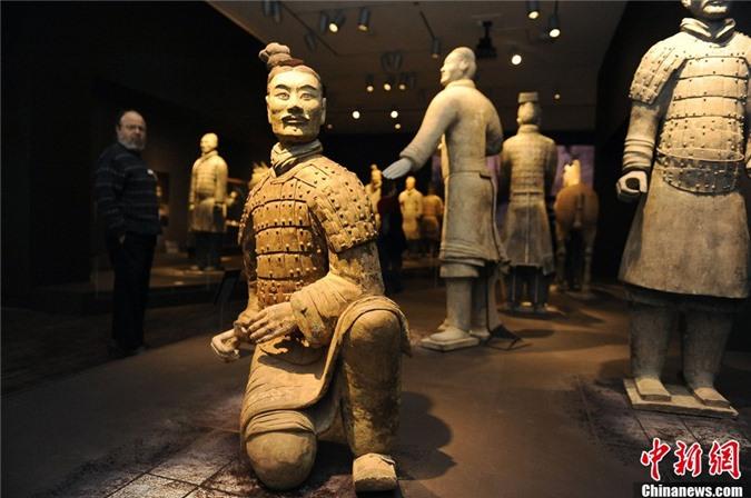 Su that qua choang tuong binh si mau xanh trong mo Tan Thuy Hoang-Hinh-7