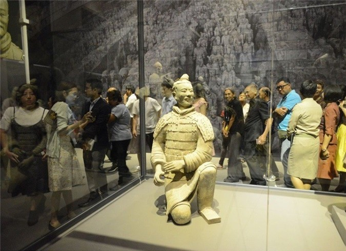 Su that qua choang tuong binh si mau xanh trong mo Tan Thuy Hoang-Hinh-8