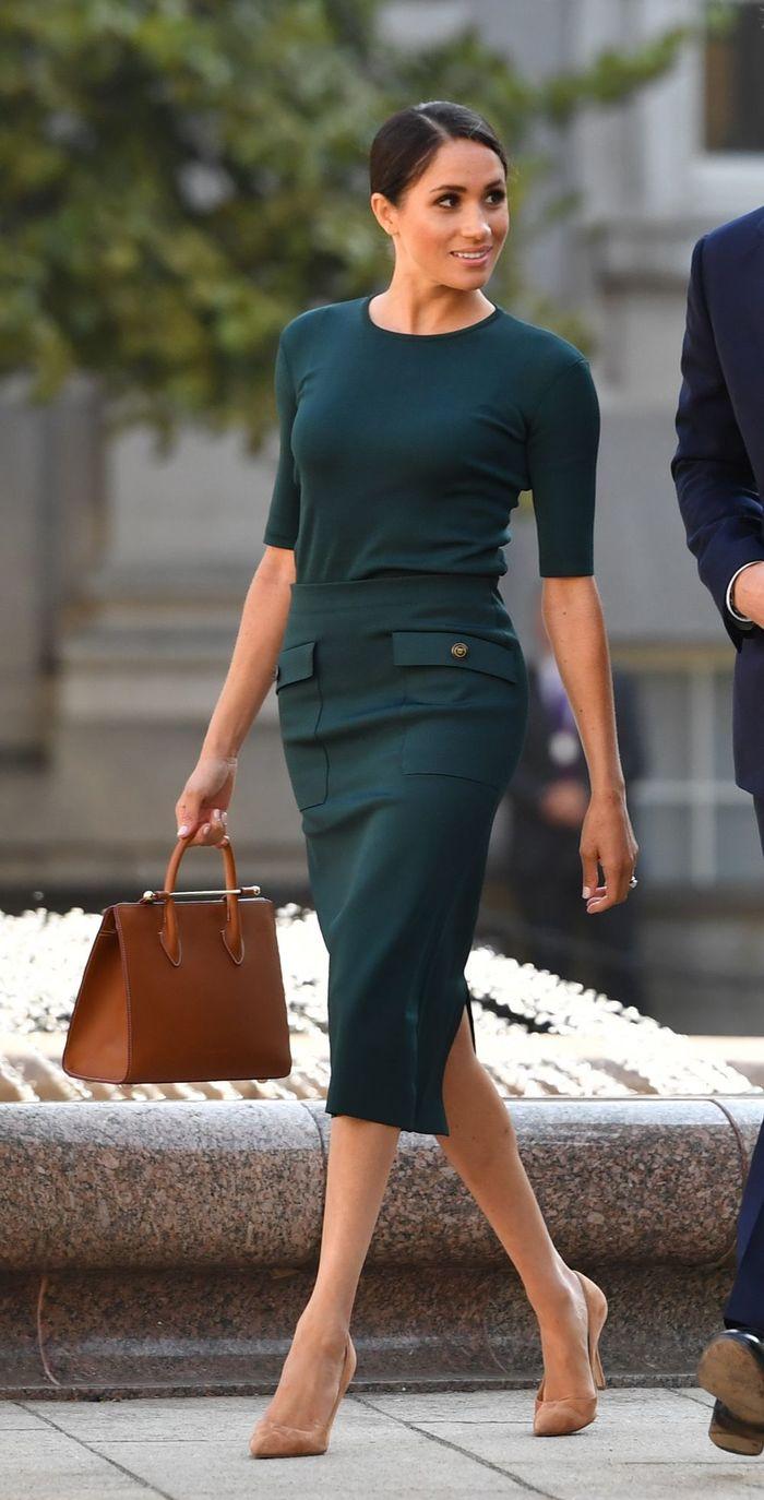 Để thích nghi với những quy tắc của Hoàng gia, Meghan đã có nhiều sự thay đổi trong ăn mặc.