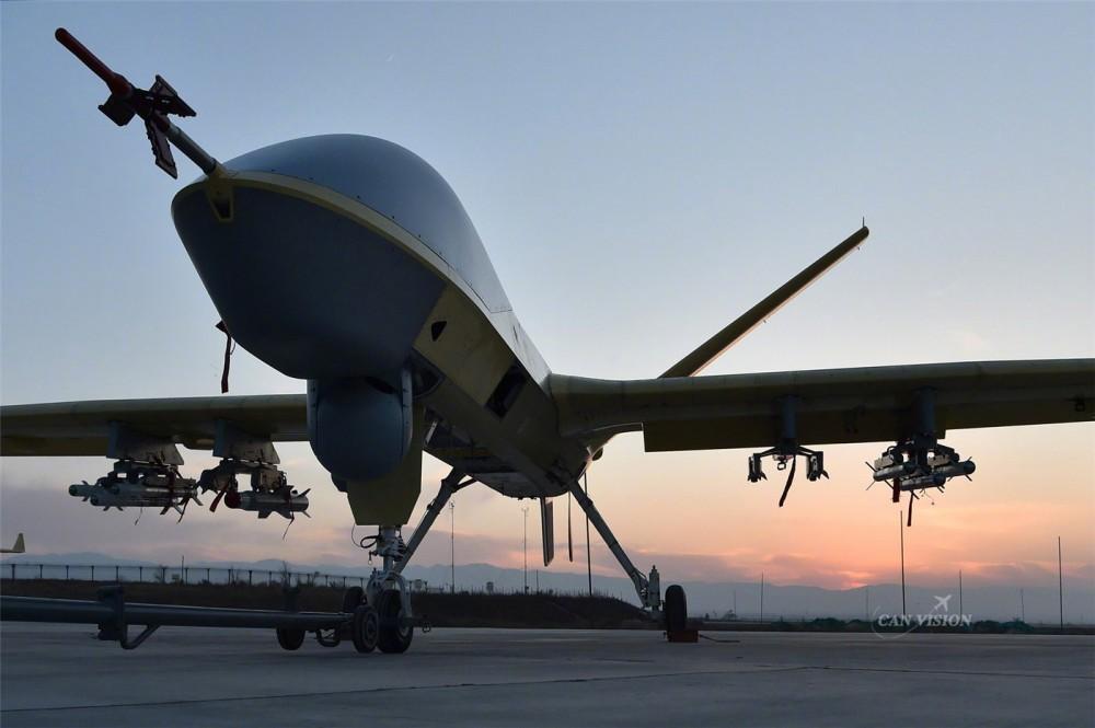 Loại máy bay không người lái mang tên Dực Long 2 hay Wing Loong II của Trung Quốc vốn được quảng cáo là máy bay trinh sát đã bất ngờ được Trung Quốc trang bị vũ khí mới.