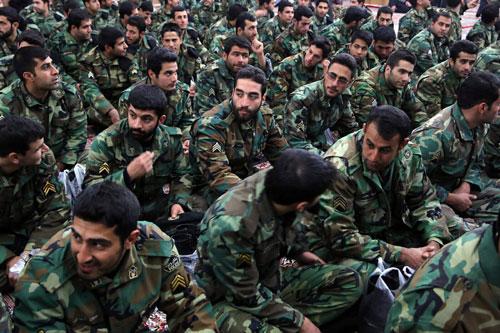 Theo bảng xếp hạng sức mạnh quân sự mới nhất năm 2019, Iran có sức mạnh quân sự đứng thứ 14 trên tổng số 137 quốc gia được xếp hạng với quân số hiện tại 523.000 quân, dự bị 350.000 quân và khoảng gần 40 triệu người nằm trong tuổi tổng động viên. Nguồn ảnh: Flickr.