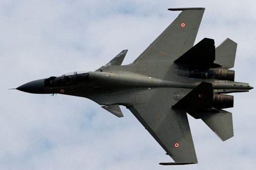 Trước việc dư luận Ấn Độ tỏ ra thắc mắc với việc chiến đấu cơ Su-30 do nước này tự sản xuất có cái giá quá đắt đỏ so với việc nhập khẩu nguyên chiếc từ Nga, bộ quốc phòng Ấn Độ đã đưa ra lời lý giải có phần khá