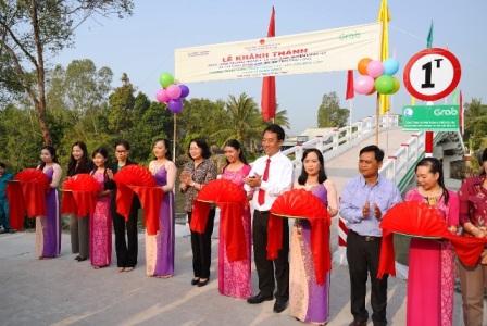 Khánh thành công trình cầu Phú Thạnh A và trao 200 suất học bổng cho trẻ em có hoàn cảnh khó khăn của tỉnh Vĩnh Long