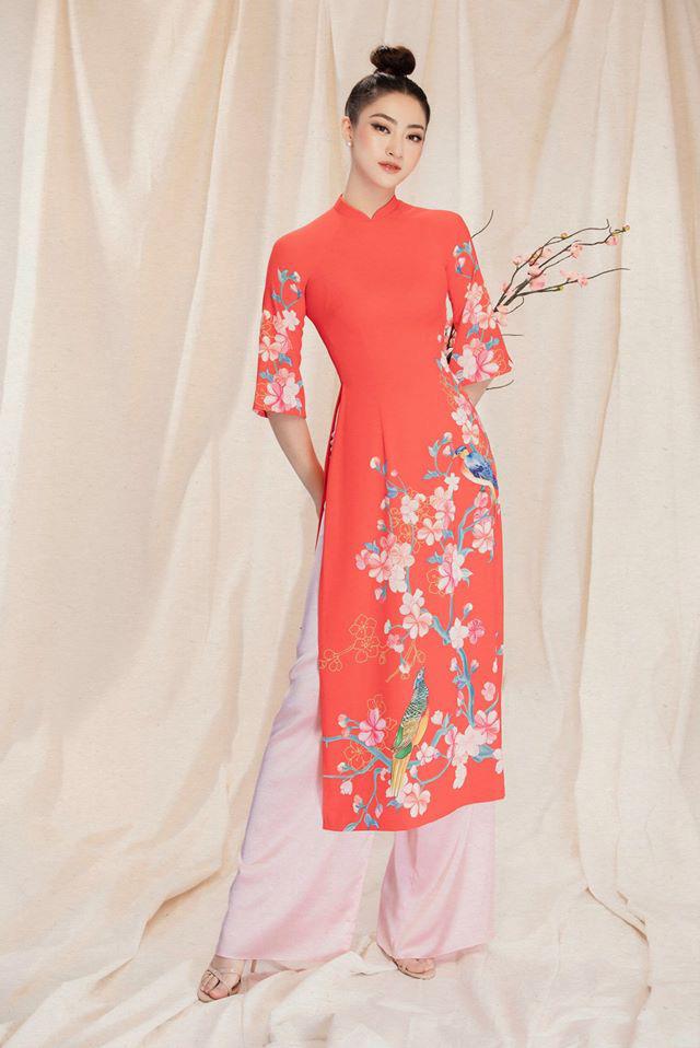 Diện tóc búi cao, từng đường nét trên khuôn mặt Hoa hậu Lương Thùy Linh đều được tôn lên trọn vẹn.