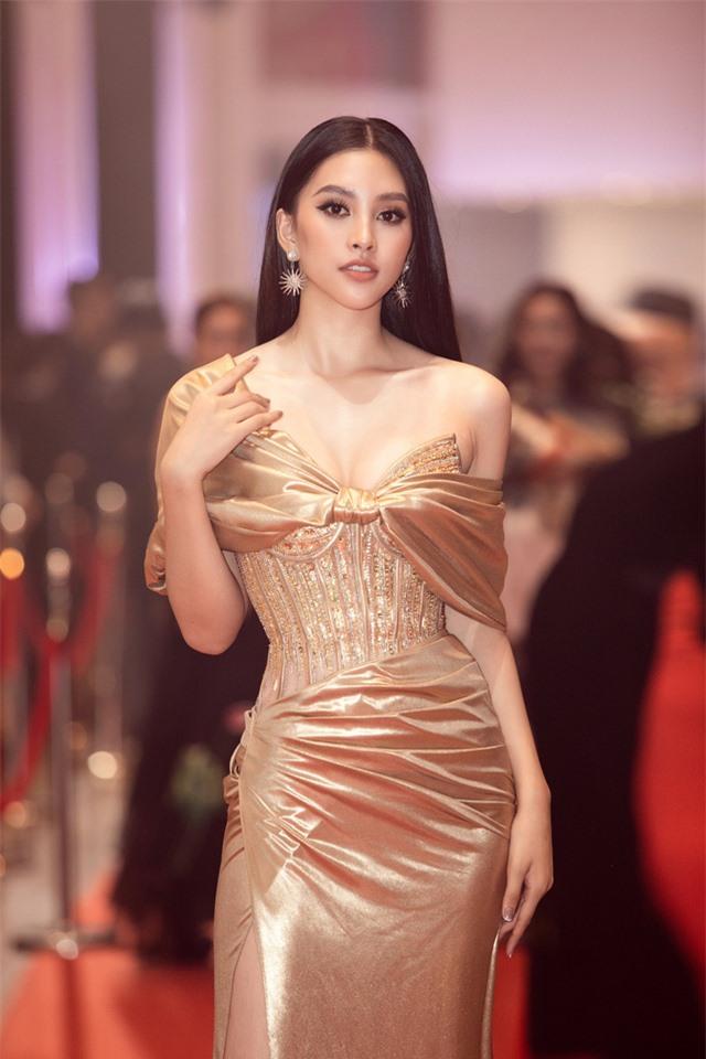 Đỗ Mỹ Linh tự tin đọ sắc với hai Hoa hậu thế hệ 2K - Ảnh 11.