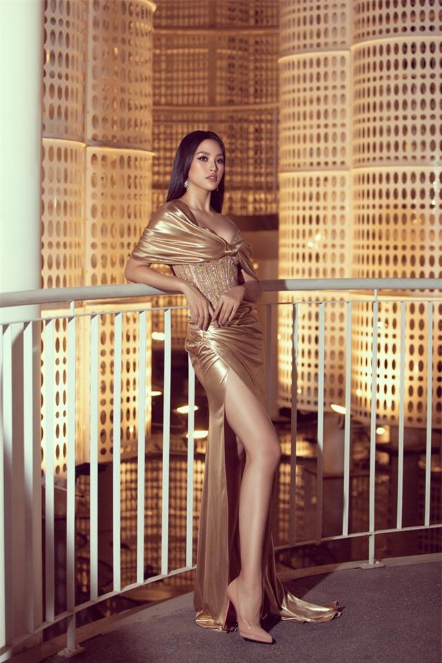 Đỗ Mỹ Linh tự tin đọ sắc với hai Hoa hậu thế hệ 2K - Ảnh 12.