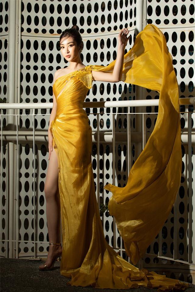 Đỗ Mỹ Linh tự tin đọ sắc với hai Hoa hậu thế hệ 2K - Ảnh 13.