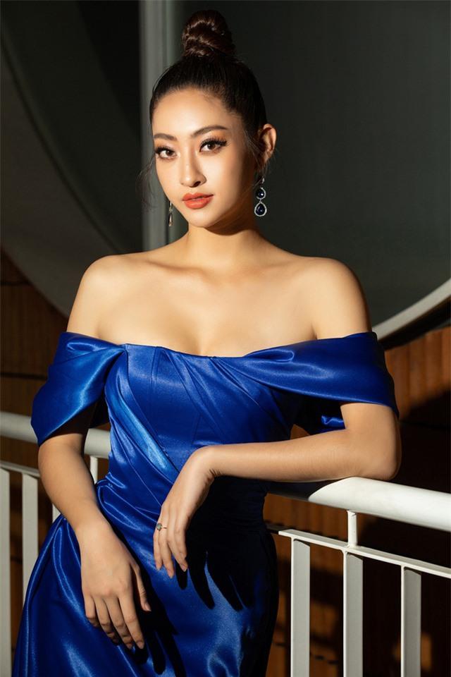 Đỗ Mỹ Linh tự tin đọ sắc với hai Hoa hậu thế hệ 2K - Ảnh 3.