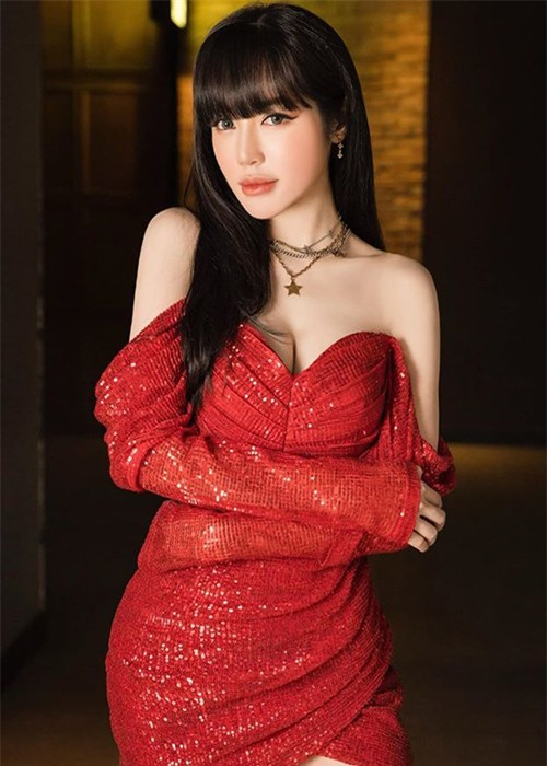 """Gai 2 con"" Elly Tran eo be hon Ngoc Trinh, goi cam vo doi-Hinh-3"