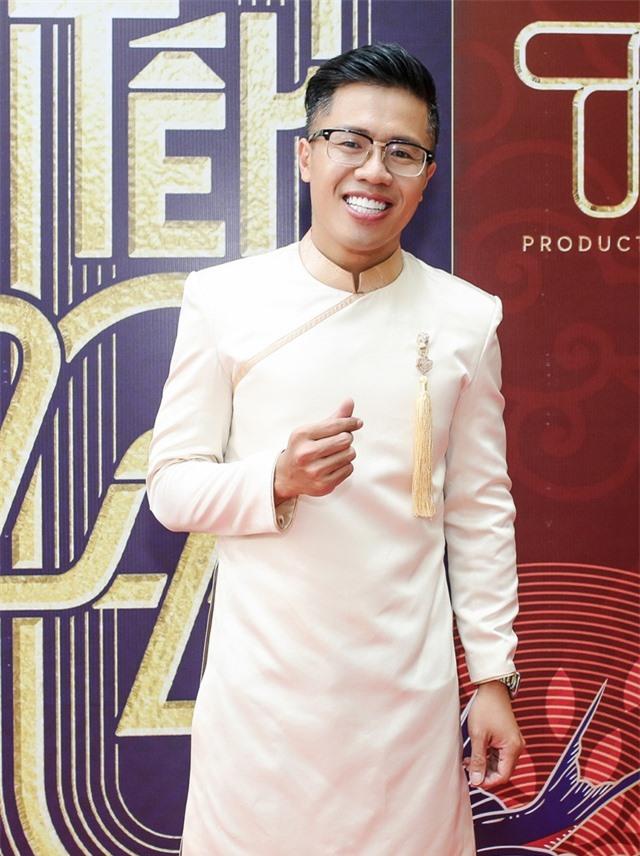 Hồ Ngọc Hà ngại ngùng khi hát lô tô cùng đoàn nghệ sĩ chuyên nghiệp - 11