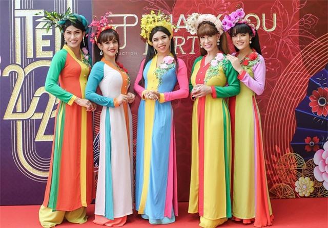 Hồ Ngọc Hà ngại ngùng khi hát lô tô cùng đoàn nghệ sĩ chuyên nghiệp - 14