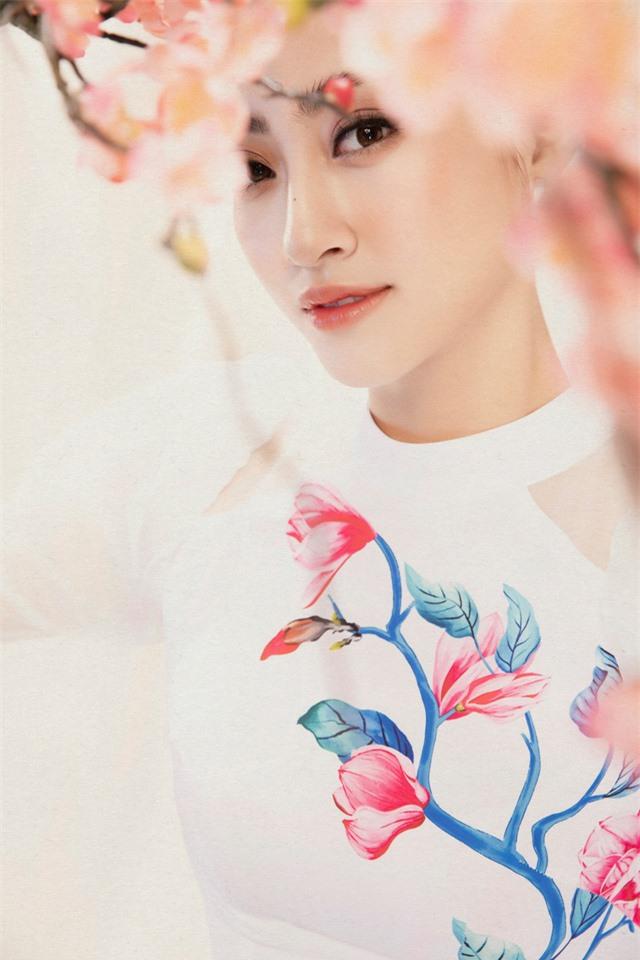 Lương Thùy Linh đẹp say lòng người với bộ ảnh áo dài Tết - Ảnh 10.