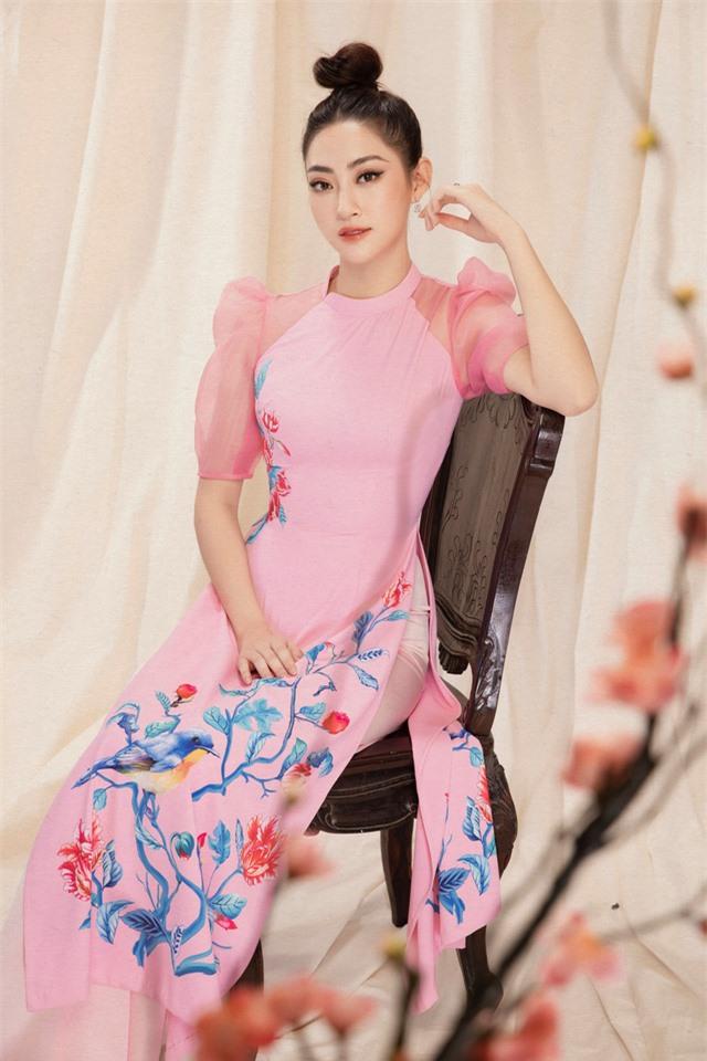 Lương Thùy Linh đẹp say lòng người với bộ ảnh áo dài Tết - Ảnh 2.