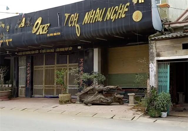 Phá sới bạc khủng trong quán karaoke, bắt giữ hơn 100 người - 1