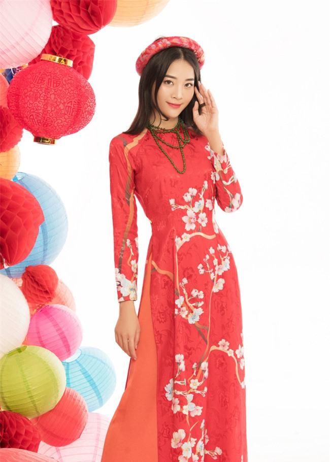 """""""Tiểu tam"""" Karen Nguyễn mặc áo dài xuân thùy mị mà vẫn không quên """"cà khịa"""" Hương Giang - Ảnh 3."""