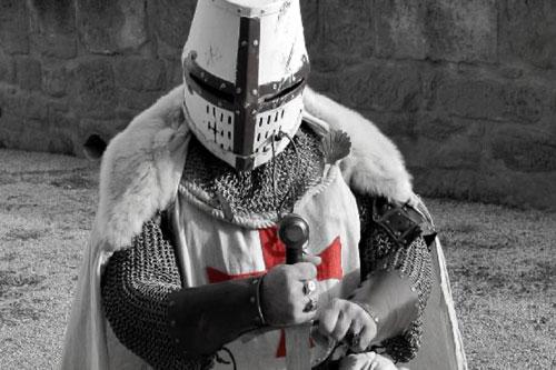 Nhiều bộ tiểu thuyết, phim ảnh... khắc họa hình ảnh hiệp sĩ thời Trung cổ là người gan dạ, dũng mãnh và là người hùng trừ gian diệt bạo, luôn bảo vệ lẽ phải và những người yếu thế.