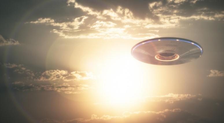 Cách đây hơn 6 tập kỷ, chính phủ Mỹ và Liên Xô bắt đầu triển khai những dự án nghiên cứu UFO tối mật. Trong đó, phía Mỹ được cho thực hiện 3 chương trình bí mật để điều tra thực hư về đĩa bay và người ngoài hành tinh.
