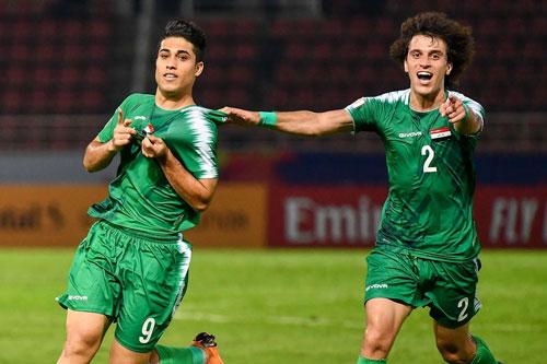 Tiền đạo: Mohammed Nassif (U23 Iraq, trái)).