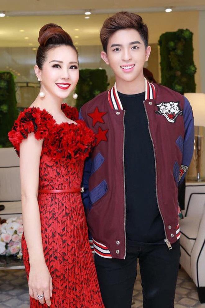 Hoa hậu Thu Hoài và con trai lớn Tin Nguyễn.