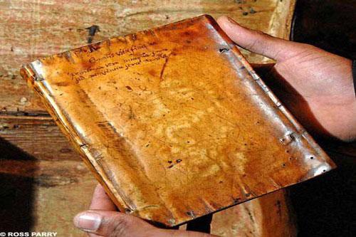 'Rùng rợn' trước 5 cuốn sách bọc da người nổi tiếng lịch sử