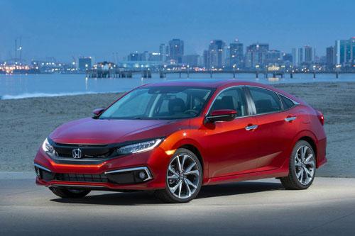 4. Honda Civic (doanh số: 821.374 chiếc).