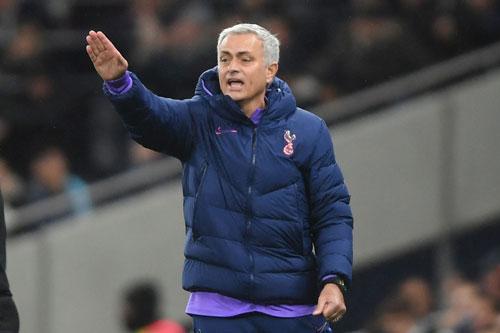 Mourinho được 'thưởng nóng' nếu giúp Tottenham dự Champions League
