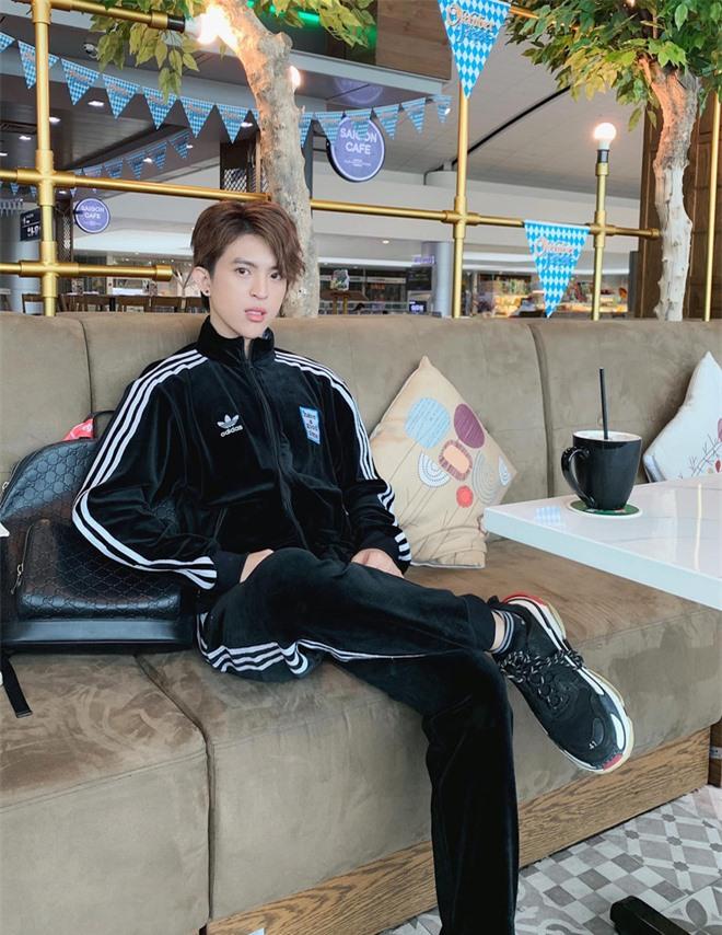 Con trai Hoa hậu Thu Hoài được chú ý vì vẻ ngoài điển trai hệt như nam chính phim ngôn tình - Ảnh 9.