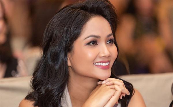 Mai Phương Thúy và 2 Hoa hậu này có hoạt động nổi bật nhất năm 2019 - Ảnh 5.