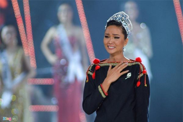 Mai Phương Thúy và 2 Hoa hậu này có hoạt động nổi bật nhất năm 2019 - Ảnh 8.