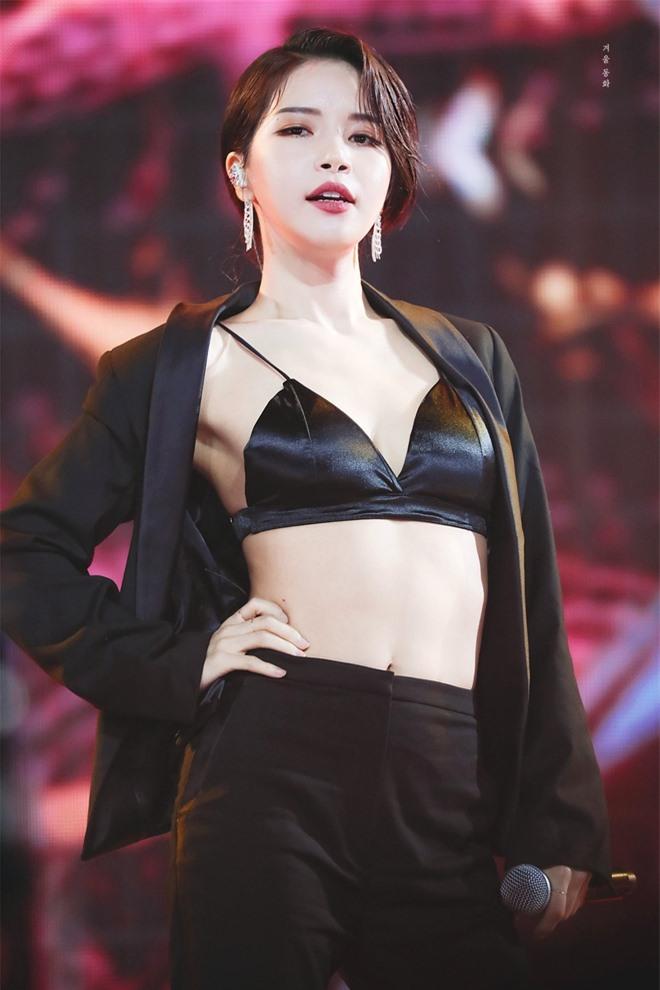 """Main vocal sexy hàng đầu Kpop gây sốc khi tiết lộ """"né"""" SM vì tự ti về ngoại hình, thử giọng gần 50 lần nhưng trượt gần hết! - Ảnh 2."""