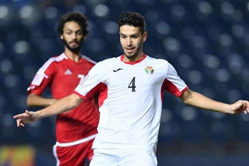 Tiền vệ trung tâm: Ahmad Haikal (U23 Jordan, áo trắng).