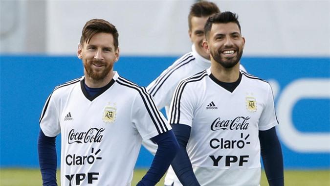 Messi đề xuất Barca chiêu mộ Aguero thay Suarez