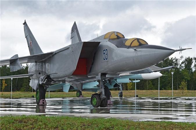 MiG-25 la tiem kich danh chan tot nhat the gioi?-Hinh-10