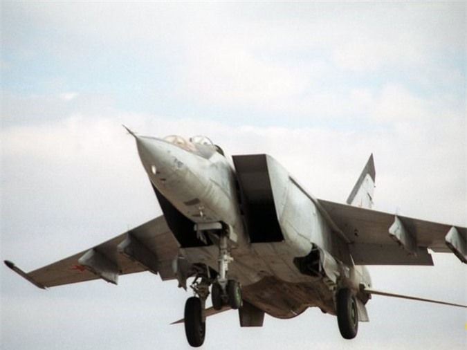 MiG-25 la tiem kich danh chan tot nhat the gioi?-Hinh-11