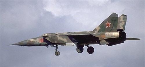 MiG-25 la tiem kich danh chan tot nhat the gioi?-Hinh-7