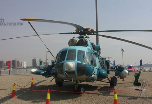 """Hình ảnh trực thăng vận tải Mi-171 của Iran được cải tiến """"lạ"""" thực chất đã xuất hiện lần đầu kể từ năm 2015. Với hình ảnh này đúng hơn là khiến người ta phải kinh ngạc khi hai bên hông Mi-171 được trang bị tên lửa thay vì các cụm ống phóng rocket hay súng máy thường thấy."""