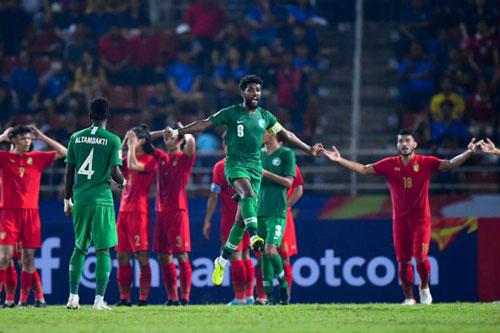 """Báo Trung Quốc, Thái Lan chỉ trích trọng tài """"bẻ còi"""", khiến U23 Thái Lan chịu oan 11m"""