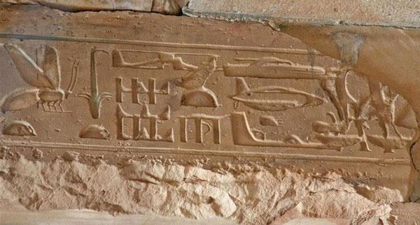 Thời gian qua, không ít người cho rằng, người ngoài hành tinh từng ghé thăm con người từ rất sớm. Một trong những bằng chứng được đưa ra để chứng minh quan điểm này là ở đền thờ Seti I tại Abydos, Ai Cập.